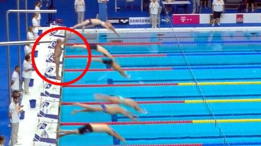 Un nageur tient sa propre minute de silence après se l'être vue refusée par les organisateurs