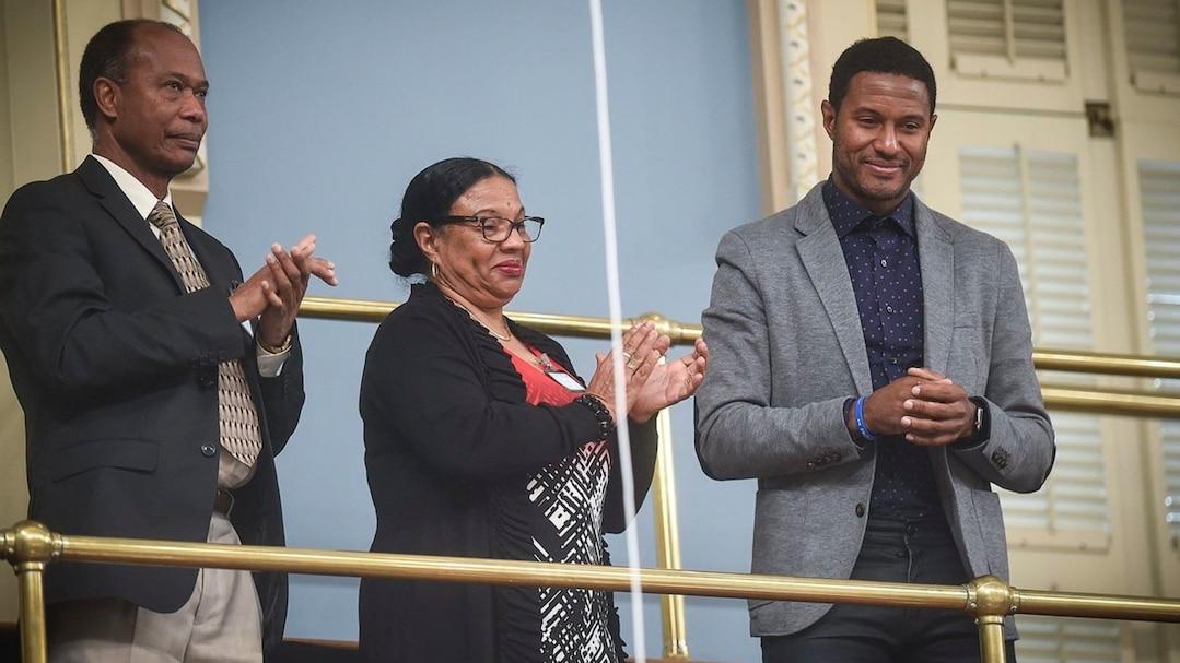 Patrice Bernier avec ses parents à l'Assemblée nationale
