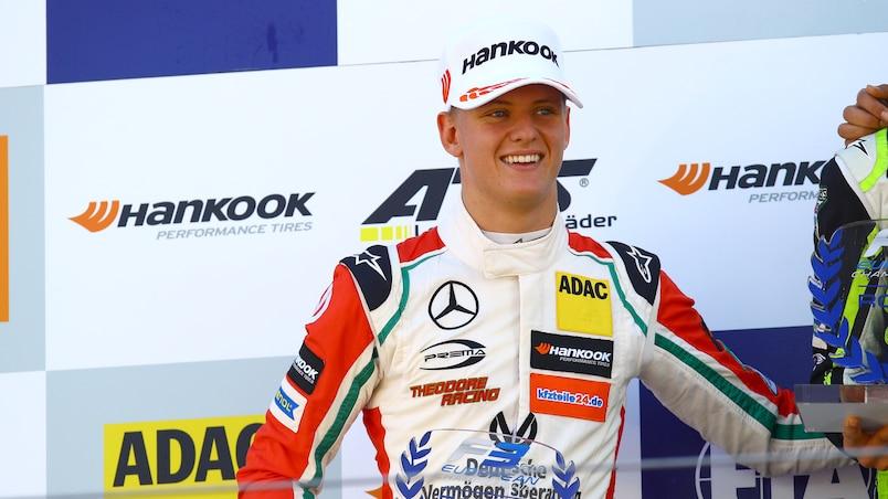 Le fils de Michael Schumacher au volant d'une des voitures de son père