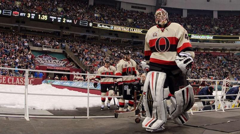 HKN-2014-TIM-HORTONS-NHL-HERITAGE-CLASSIC---OTTAWA-SENATORS-V-VA