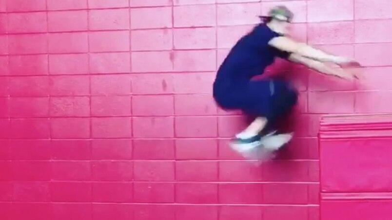 Un saut impressionnant de Nikita Scherbak