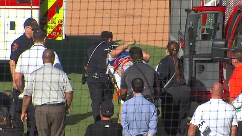 Un releveur des Jays évacué du terrain en ambulance
