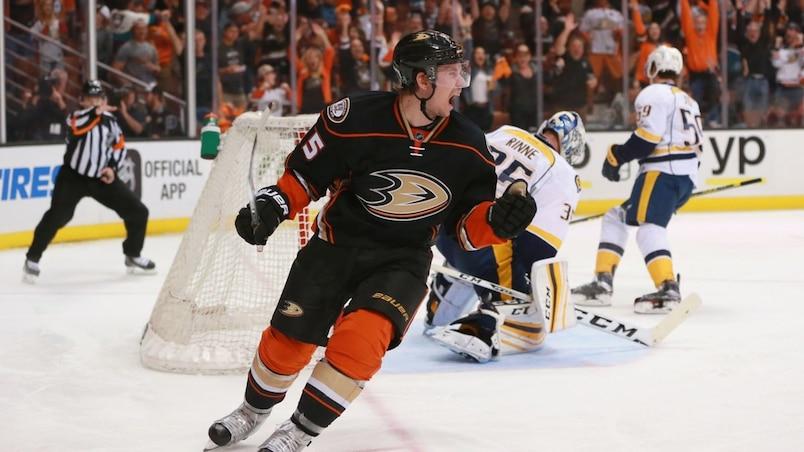 Les Ducks gardent Vatanen