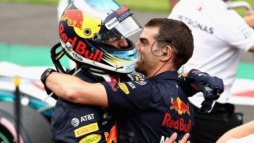Daniel Ricciardo en tête, Lance Stroll loin derrière