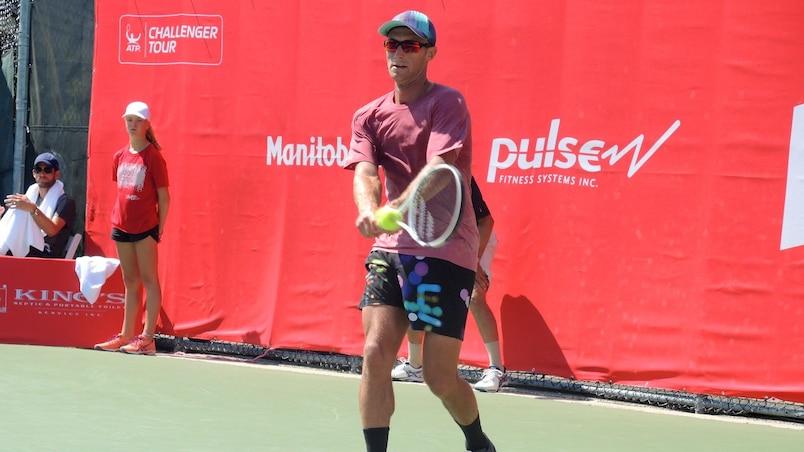 Peter Polansky avance à Winnipeg
