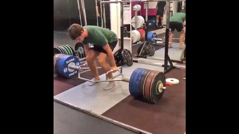 Un joueur de la LNH soulève... 700 lb!