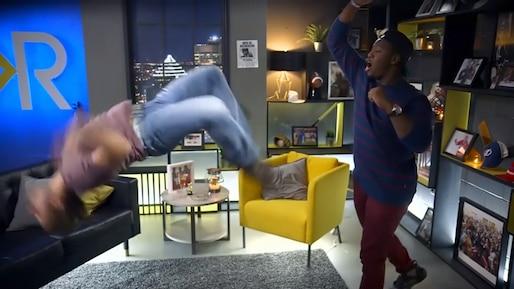 Kevin démontre ses talents de boxeur