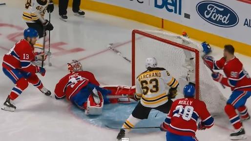 Une séquence bizarre profite aux Bruins