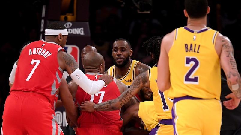 La bagarre éclate entre les Lakers et les Rockets