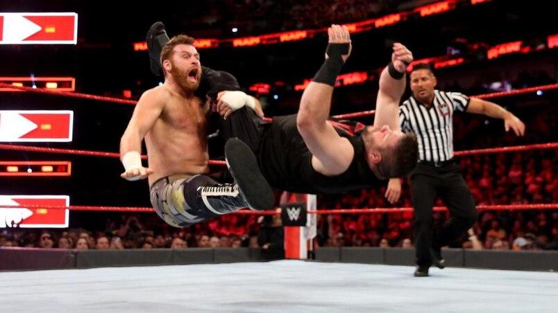 Sur la route de WrestleMania: Owens et Zayn passent près d'être à Raw