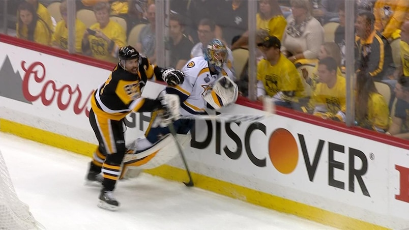 Sidney Crosby a-t-il frappé Pekka Rinne?