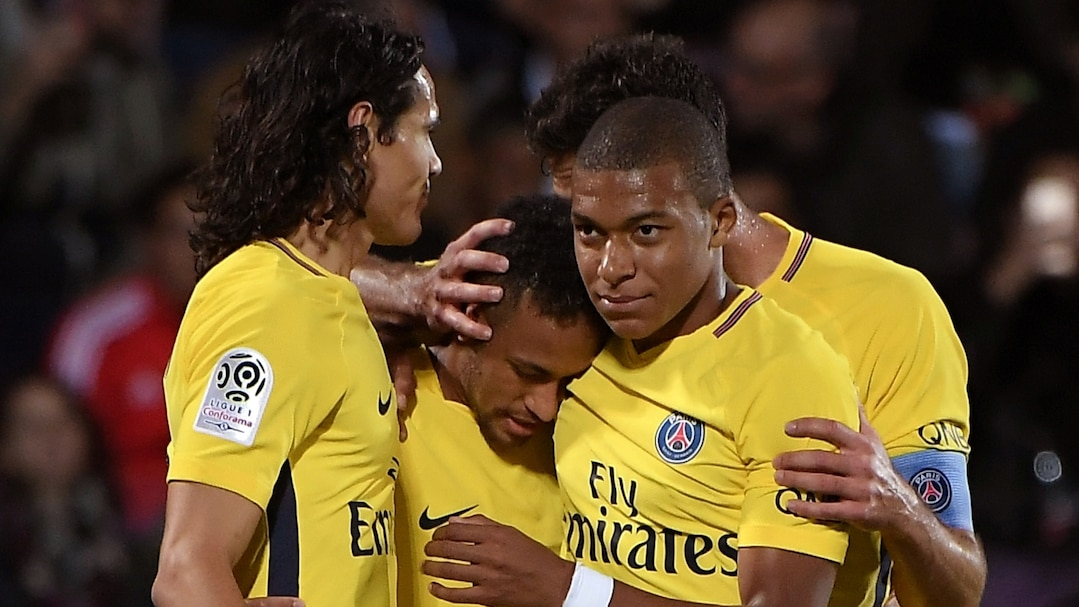 (From L) Paris Saint-Germain's players: Uruguayan forward Edinson Cavani, Brazilian forward Neymar, and French forward Kylian Mbappe celebrate following a goal during the French L1 football match between Metz (FCM) and Paris Saint-Germain (PSG) on September 8, 2017 at the Saint-Symphorien stadium in Longeville-les-Metz, northeastern France.  / AFP PHOTO / PATRICK HERTZOG