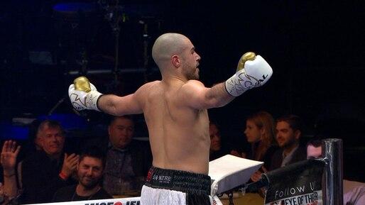 Mathieu Germain domine complètement son adversaire