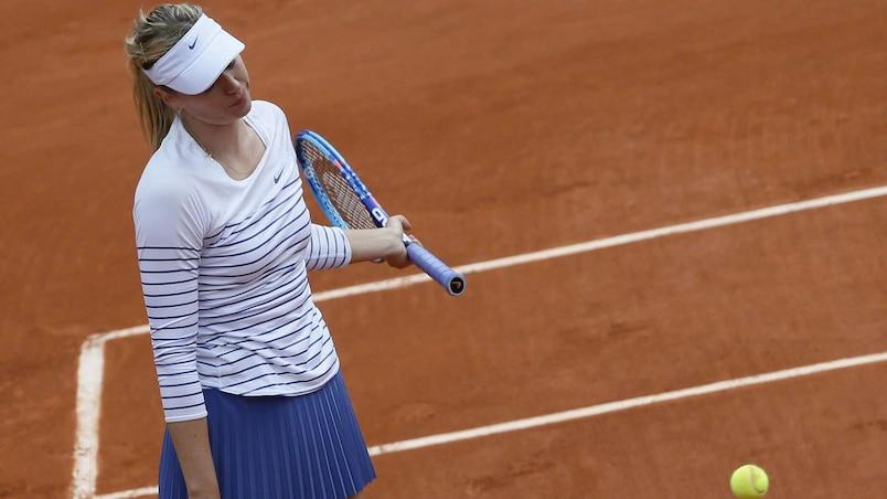 Sharapova tombe, Serena avance