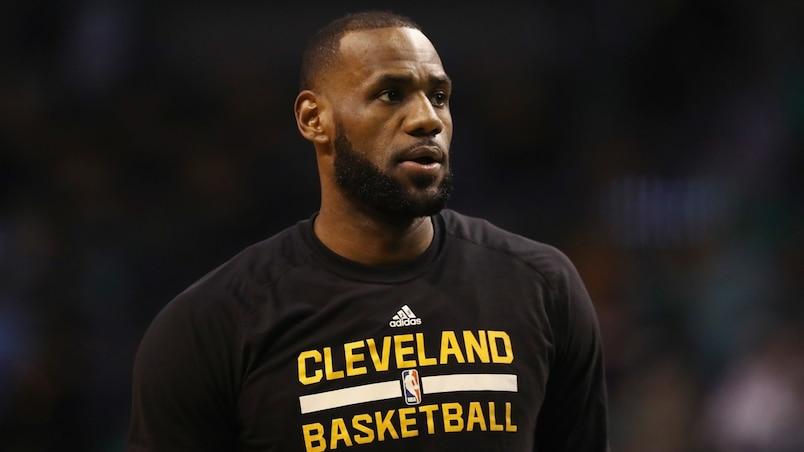LeBron James rejoint Kobe Bryant et Karl Malone