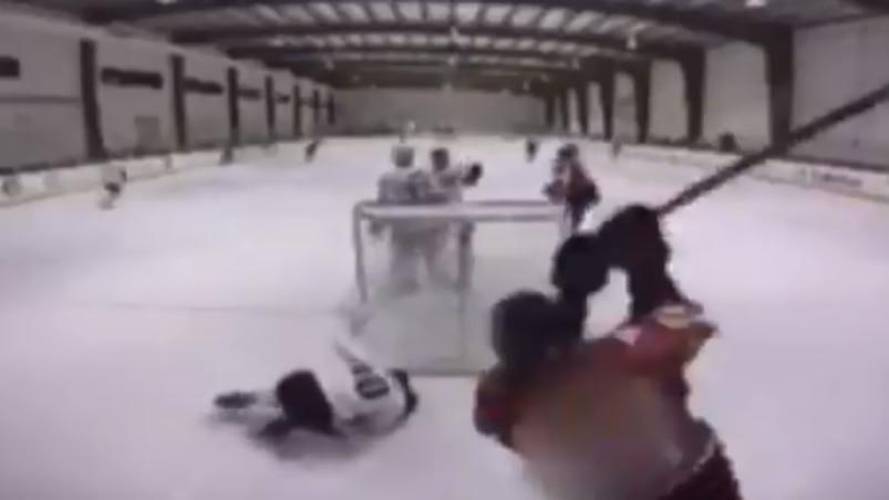 Un geste d'une terrible violence de la part d'un jeune hockeyeur