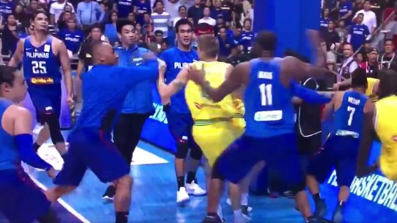 Une bagarre générale dans un match de basketball