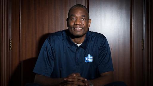 Dikembe Mutombo : un «monstre» devenu légende de la NBA