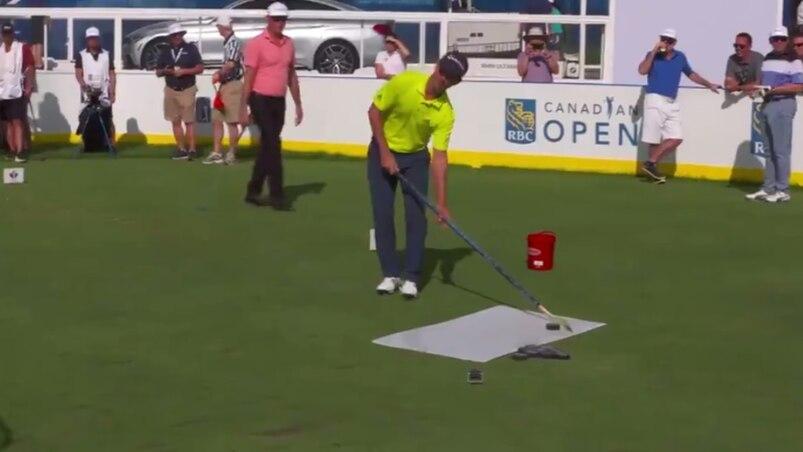 Des golfeurs de la PGA jouent au hockey