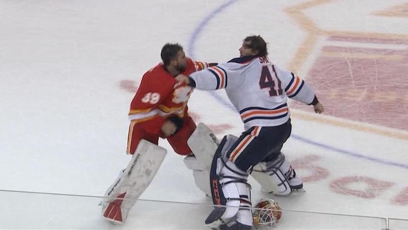 À VOIR : Furieuse bagarre de gardiens à Calgary!