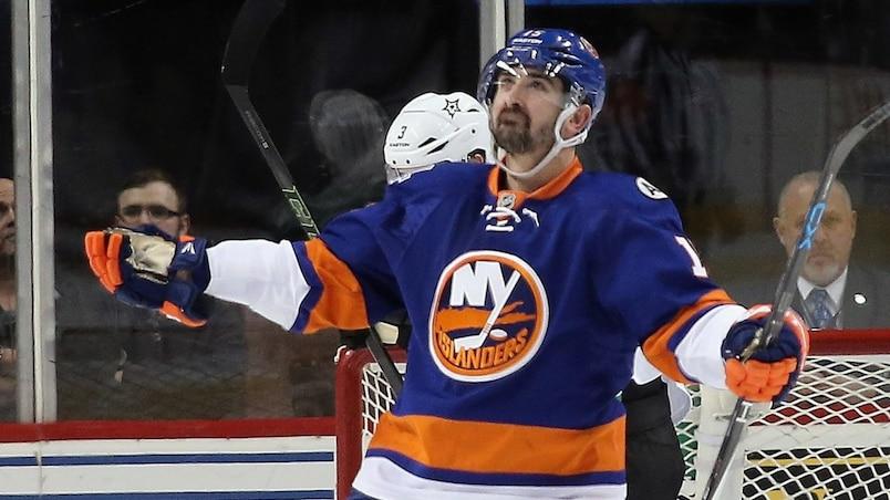 Un joueur des Islanders critique la glace de son aréna