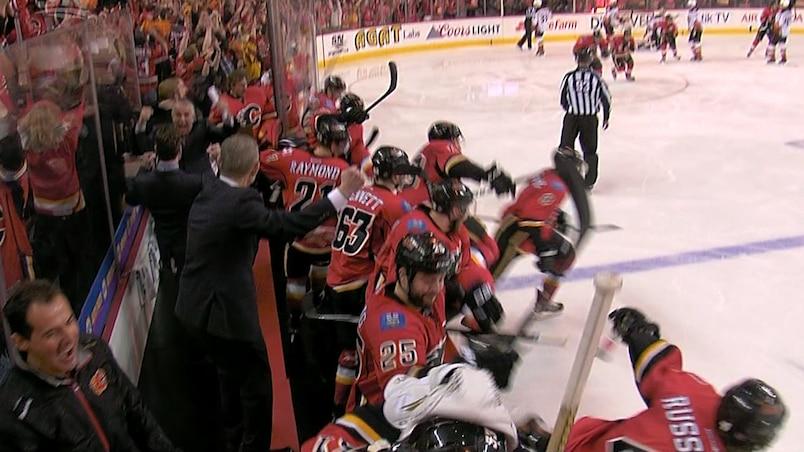 C'est la joie au banc des Flames!