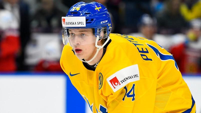 Le prometteur Elias Pettersson s'entend avec les Canucks