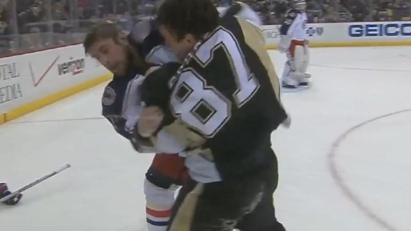 Crosby jette les gants