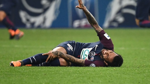 FILES-FBL-WC-2018-BRA-FRA-PSG-ALVES-INJURY