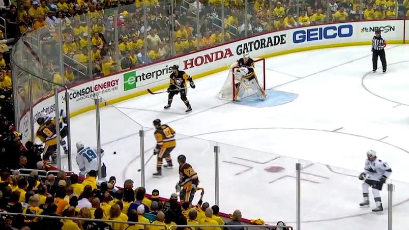 Un objet inusité sur la patinoire!